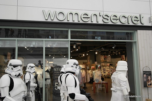 Imperial Stormtroopers at Women's Secret