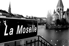 La Moselle - Metz (57), France (Deborah Caro) Tags: blackandwhite france noir et lorraine blanc metz moselle