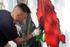 mural dedicado ao 25 de Abril (CMSeixal) Tags: aniversario muro mural abril capa 25 escolar 40 jornal projeto pelo pintar ruas inter serve fase  comemorativo mundet avancada