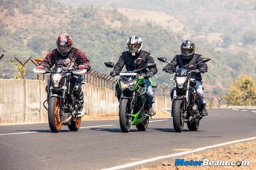 Kawasaki-Z250-vs-Benelli-TNT-300-vs-KTM-Duke-390-03
