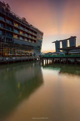 Sunrise in Marina Bay (Johann Von Carlo) Tags: sunrise canon singapore lee manfrotto 1740l ndgrad leefilters marinabaysands 5dmark2 thefullertonbayhotel