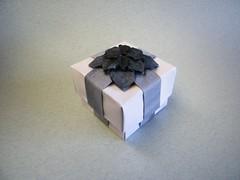 Hydrangea Ribbon Box - Dáša Ševerová / Shuzo Fujimoto (Rui.Roda) Tags: origami box caja caixa ribbon hydrangea papiroflexia boîte fujimoto dáša shuzo papierfalten ševerová