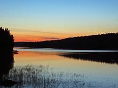 IMG_0011 (www.ilkkajukarainen.fi) Tags: lake light low landscape päijänne suomi finland scandinavian sky water summer europa eu colours happy life evenin athmosphere sunset järvenpinta kaunis maisema valo ruohikko kesäilta evening auringonlasku beautiful järvimaisema