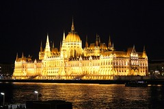 una notte al parlamento - one night at Parliament (immaginaitalia) Tags: budapest buda pest capital city citt capitale est east europa europe journey trip travel tourism turismo weekend viaggio danubio river danube fiume night notte parlamento parliament riflesso reflection mirror luci lights