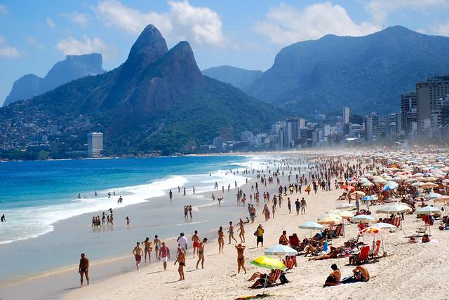 5639855-R3L8T8D-1000-ipanema-beach1