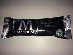 Magnum Black (Like_the_Grand_Canyon) Tags: ice am cream creme eis stiel