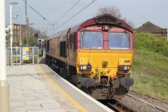 DBS . 66181 . Willesden Junction ( High Level ) . Friday 24th-April-2015 . (AndrewHA's) Tags: london cars ford station train dock gm northwest diesel shed railway loco 66 class locomotive didcot dagenham generalmotors willesdenjunction harlesden 6x44