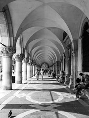 Under the arches (Channed) Tags: city travel holiday vakantie europa europe stad itali reizen veneti citytrip