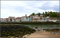 Ciboure depuis St jean de Luz (Vince Arno) Tags: france port bateau maison paysbasque colombages ciboure pyrnesatlantiques
