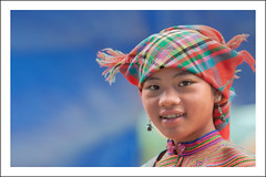 G7129.0810.Cc Ly.Bc H.Lo Cai. (hoanglongphoto) Tags: asia asian vietnam northvietnam northwestvietnam outdoor people life portrait womenportrait girlportrait hmongwomen hmonggirl gettyimages syse smile canon canoneos5dmarkii tybc locai bch ccly ngoitri cucsng ngi chndung phn thiun phnhmng thiunhmng chndungthiun chndungphn canonef70200mmf28lisiiusmlens ithng dailylife