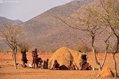 15-09-12 Ruta Okavango Namibia (242) R01 (Nikobo3) Tags: travel people paisajes naturaleza color rural portraits nikon sitting ngc social folklore retratos viajes sit seated namibia gentes culturas d800 twop artstyle epupa frica kunene wonderfulworld tribus etnias himbas omot nikond800 okongwati natgeofacesoftheworld nikon7020028vrii flickrtravelaward nikobo josgarcacobo todosloscomentarios