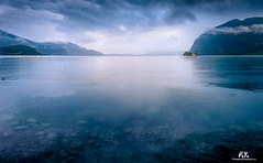 Lago d'Iseo in blu / Lake Iseo in Blue (Abulafia82) Tags: italy water lago italia pentax acqua lombardia k5 facebook iseo lagodiseo lakeiseo pentaxians pentaxiani pentaxk5 svaccopentaxiano pentaxblogger