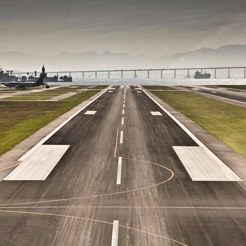 Aeroporto Santos Dumont a bordo de um 🚁 Robinson 44 (via Instagram Fotografias Aéreas)