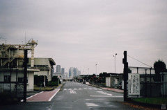 Morning of the cloudy day (yasu19_67) Tags: morning cloud film japan analog landscape 50mm kodak empty atmosphere osaka olympusom1 filmphotography gold200 zuiko50mmf18 filmism