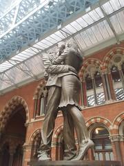 Love in St Pancras (millhashim) Tags: travel london love stpancras theuk