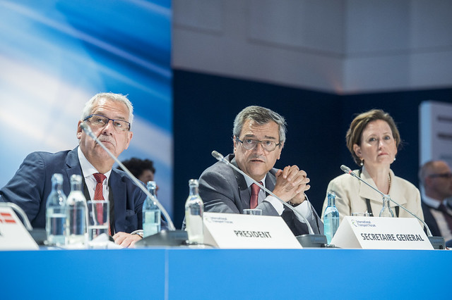 Hans Christian and Schmidt José Viegas at the Closed Ministerial Session