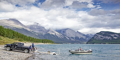 Call of Freedom (memories-in-motion) Tags: friends lake 3 canada mountains nature clouds forest landscape photography boot eos freedom see three boat team wasser call ship natur adventure together 5d 24mm canmore landschaft freunde active draussen f40 freiheit gemeinsam erlebnis caon
