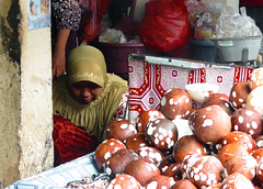 Coconut seller (yousufkurniawan) Tags: woman work market coconut streetphotography streetphoto seller moslem