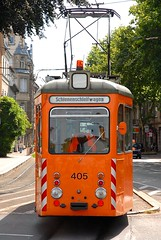 Smile orange (- Cajn de sastre -) Tags: orange germany tram alemania sonrisa freiburg naranja friburgo nikond200 tranvia schienenschleifwagen