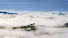 Entre ciel et terre (ElmerstarK) Tags: cloud france explore nuages aveyron midipyrénées villefranchedepanat seeofclouds merdenuages