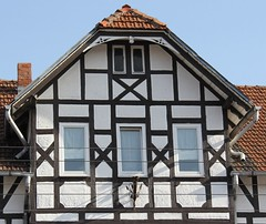 (:Linda:) Tags: germany town thuringia gable halftimbered fachwerk downpipe flagholder hildburghausen andreaskreuz historicism cruxdecussata standrew´scross