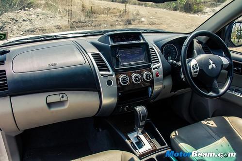 2015-Mitsubishi-Pajero-Sport-16