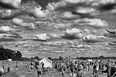 Kite 2016 | Kamen (Uwe M@nzke) Tags: people blackandwhite bw kite clouds 35mm fuji fujifilm kamen herren 2016 xt10