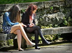 Las Cruzadas (Franco DAlbao) Tags: sun sol bench women fuji crossing legs candid banco mujeres piernas robado cruzadas sincronizacin sinchronization dalbao francodalbao