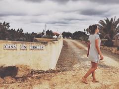 e s b r o l l s (elleCome) Tags: street girls home casa espana formentera finca photografer camminata passeggiare