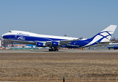 VQ-BWW  AirBridgeCargo Airlines - ABC Boeing 747-406F/ER/SCD (Osdu) Tags: airplane airport aircraft aviation aeroplane cargo abc boeing aviao flugzeug avión boeing747 aereo spotting dme avion avia vliegtuig flygplan planespotting هواپیما 飛機 aeroplano lentokone аэропорт samolot uçak flugvél domodedovo самолёт 机 ボーイング747 luftfahrzeug lennuk طائرة airbridgecargo домодедово аэроплан uudd 固定翼機 airbridgecargoairlines letoun fastvingefly aëroplanum vqbww