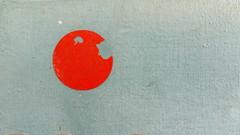 Hatte er zugebissen, nur geschappt, oder hatte er am Ende sogar blo spielen wollen (raumoberbayern) Tags: red abstract rot face japan sticker gesicht flag dot minimal fahne flagge aufkleber punkt robbbilder urbanfragment