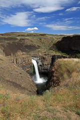 Palouse Falls (BCosman) Tags: palouse washington palousefalls waterfall clouds
