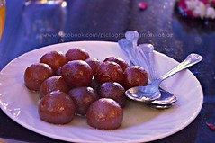 Garam garam gulab jamun! (Mahira Ejaz) Tags: wedding pakistan food desi sweets shaadi jamun paki gulab mithai