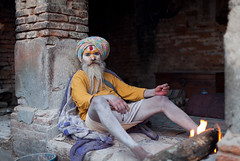 (Sbastien Pineau) Tags: nepal portrait man fire asia raw retrato portraiture kathmandu asie fuego hombre barba feu barbe homme pineau pashupatinath npal  bagmati kathmandou beird sdhu    nepl sbastienpineau