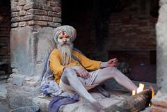 (Sébastien Pineau) Tags: nepal portrait man fire asia raw retrato portraiture kathmandu asie fuego hombre barba feu barbe homme pineau pashupatinath népal नेपाल bagmati kathmandou beird sādhu साधु संघीय लोकतान्त्रिक nepāl sébastienpineau गणतन्त्रात्मक