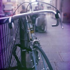 Lapierre Bicycle (Amelien (Fr)) Tags: 120 6x6 tlr film analog mediumformat kodak flor 66 sem som mf 100 vpl argentique alh 2016 c41 pellicule kodacolorii semflex moyenformat filmisnotdead berthiot believeinfilm capturedonrealfilm