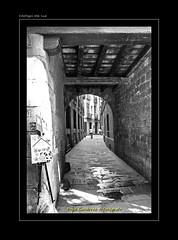 "BARRIO GOTICO BARCELONA (2) (CODIGO DE LUZ ""El Fotgrafo"") Tags: barcelona blackandwhite bw byn blancoynegro calle ciudad catalua centrohistrico brancoepreto barriogtico pepegutierrez pgutierrez codigodeluz"