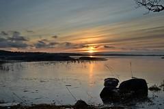New Year's Day sunset on seashore in Hevossalmi (Helsinki, 20120101) (RainoL) Tags: sunset sea sky finland geotagged islands helsinki january balticsea u helsingfors fin cpl 2012 uusimaa nyland laajasalo hevossalmi 201201 20120101 geo:lat=6016030000 geo:lon=2504701700