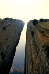 Grce, vacances de Pques 1987. Canal de Corinthe, vers le sud et la mer ge (Marie-Hlne Cingal) Tags: 1987 greece grce  hells  diaponumrise