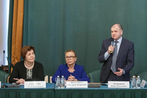 Помощник министра здравоохранения Ляля Габбасова, сенаторы Людмила Косткина и Игорь Чернышев