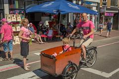 V.I.P. (stevefge (away travelling)) Tags: street girls people netherlands race nijmegen cycling candid nederland bikes bicycles mensen giroditalia nederlandvandaag reflectyourworld