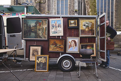 El vendedor de cuadros cerca de Vrijdagmarkt, Gante. (www.rojoverdeyazul.es) Tags: belgium paintings autor gent bueno gand cuadros gante lvaro blgica