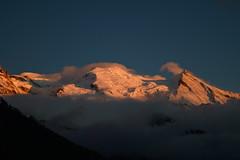 Spectacle lumineux sur le Mont Blanc Lights on Mont Blanc (CHAM BT) Tags: sunset sky cloud sun mountain snow france montagne vent evening soleil high coucher ciel summit neige nuage soir chamonix crevasse montblanc haute hautesavoie sommet