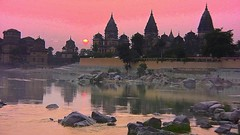 INDIEN, Chattris in Orchha am Abend, 14013/6852 (roba66) Tags: city travel sunset sun india house reflection building history tourism monument glass arquitetura architecture reflections de atardecer mirror reisen asia asien cityscape sonnenuntergang sundown platz urlaub capital kultur tomb culture haus places visit historic explore amanecer reflect mausoleum stadt architektur historical tradition sonne reflexo spiegelung indien bau faade reflejos fassade inde reflektion historie voyages huser riflesso geschichte grabmal orchha northernindia riflessioni kulturdenkmal chhatri tikamgarh coucher soleil betwariver pradesh roba66 madhya indiennord kenothaps indienchattrisinorchhaamabend