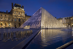 DSC_2497 (Mathieu Rougnon) Tags: sunset paris night french nikon europe jr capitale pyramide lelouvre parisian trompeloeil d800 parisien rflexion pyramidedulouvre heurebleue entrechienetloup jrartist nikkor2470mmf28