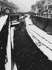 Winter Scenes in Gero (Jon-F, themachine) Tags: winter blackandwhite bw snow water monochrome japan digital river asian asia waterfront cellphone monochromatic rivers mobilephone gero  nippon japo grayscale oriental orient fareast  gifu   bodiesofwater bnw waterside nihon digitalphotography hida greyscale  iphone japn 2016    nocolor    g  gifuken bodyofwater   geroonsen    iphonography xapn jonfu iphoneography  iphone6  snapseed