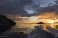 Midnightsun at sea (Lena Pettersen.) Tags: midnattsol midnightsun sea island y troms srfugly mountains