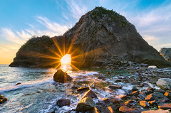 Rock Gate Senganmon - Feb 2015 [Explore] (-TommyTsutsui- [nextBlessing]) Tags: longexposure blue winter light sunset sea sky orange sun seascape green beach nature rock japan clouds landscape nikon tide scenic  cave       izu   matsuzaki  sigma1020    onsalegettyimages  senganmon