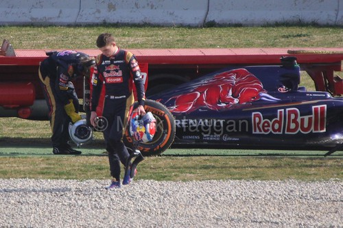 Max Verstappen's Toro Rosso stops on track during Formula One Winter Testing 2015