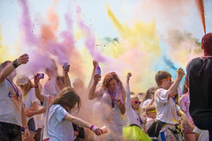 Colour Dash. (SimonTHGolfer) Tags: charity england people colour wow children suffolk paint hospice powder event dash each ipswich christchurchpark 2016 goodcause powderpaint eastanglianchildrenshospices colourdash2016